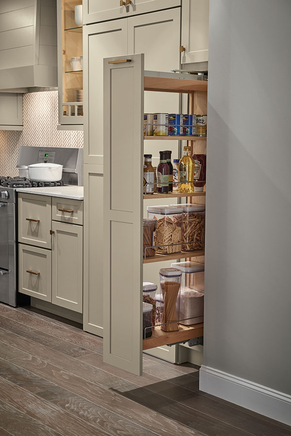 /-/media/kemper/products/cabinet_interiors/3pantrypoutmegr.jpg