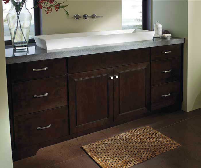 Bathroom with Chocolate Maple cabinets by Kemper Cabinetry