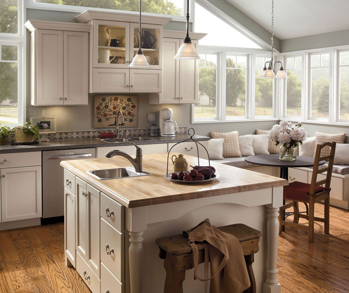 Incroyable Off White Painted Kitchen Cabinets By Kemper Cabinetry