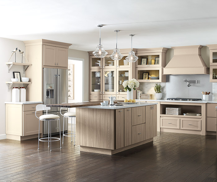 Superbe Transitional Kitchen With Northrope, Lynnville And Genova Beige Cabinets ...