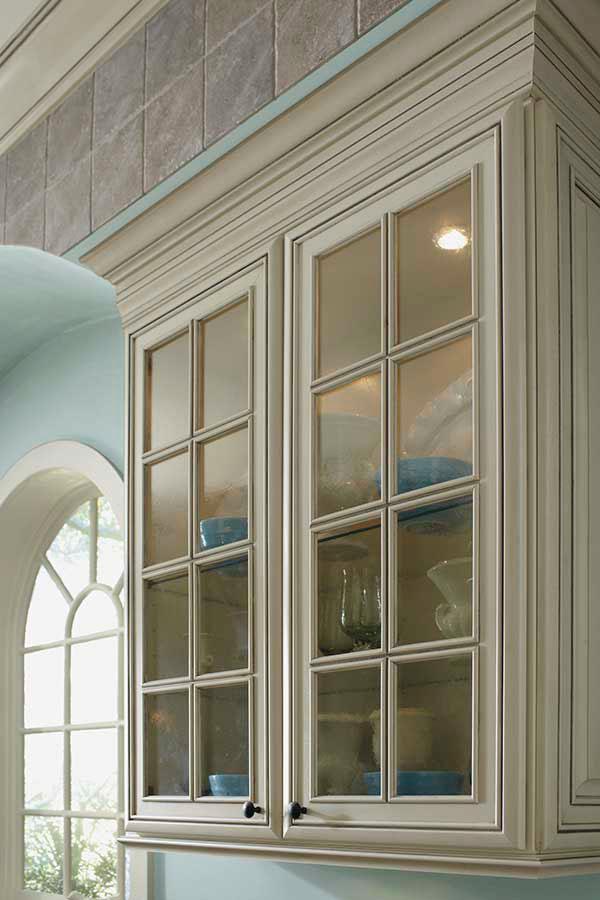 Shaker Mullion Cabinet Door; 3TradMullionMCocGsA & Prairie Mullion Cabinet Doors - Kemper Cabinetry