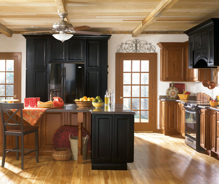 Alder kitchen cabinets with black cabinet accents by Kemper Cabinetry